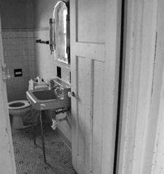 old bathroom black/white