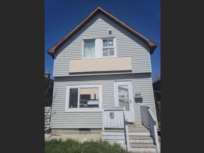 820 Victoria Ave For Sale 1