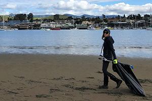 Volunteer cleans Morro Bay beaches