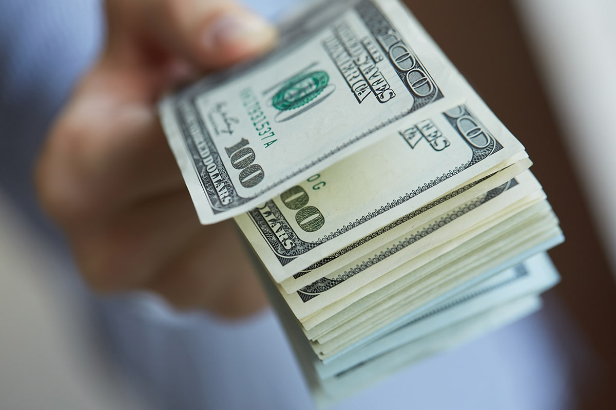 Before You Take Out a Payday Loan – Stop into Traders Loan and Jewelry