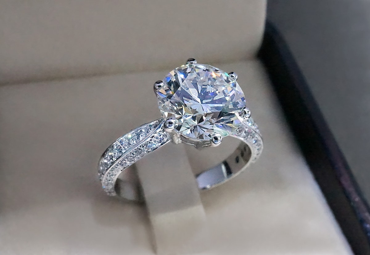 What You Should Know Before Buying an Engagement Ring at a Pawnshop