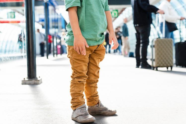 a little boy lost on a railway station XZ6GQBK