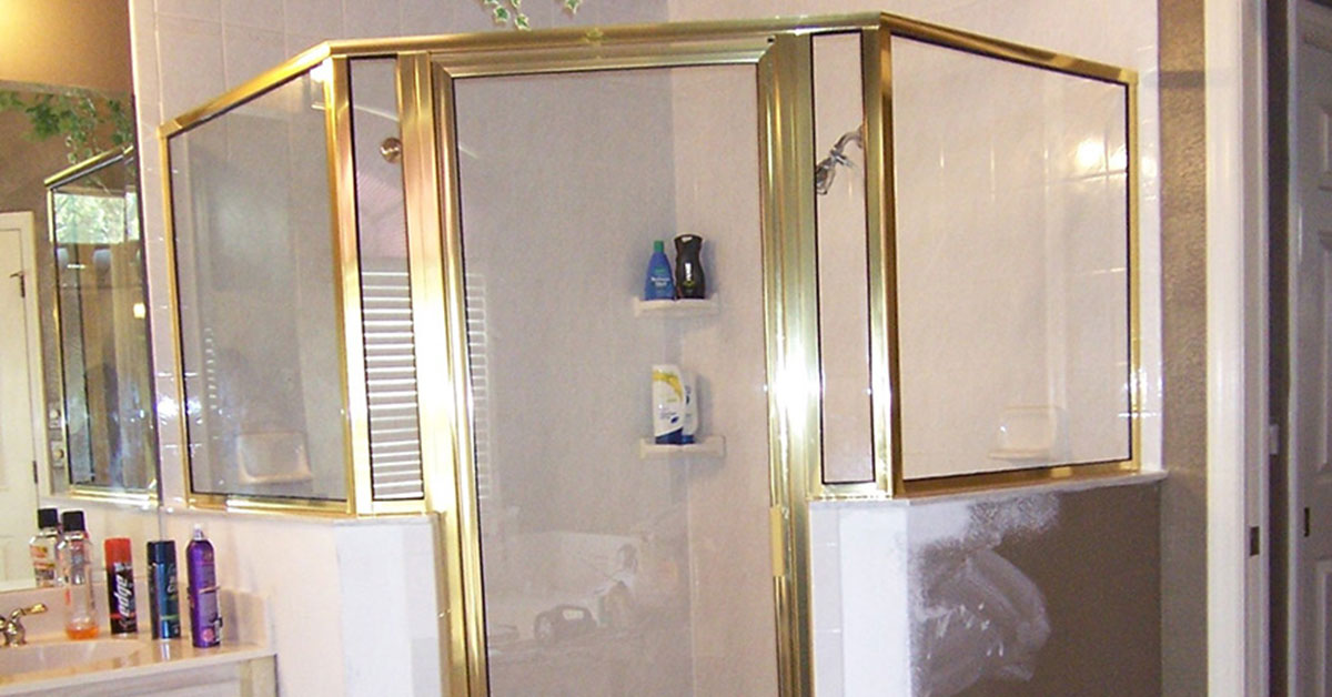 Clean glass shower doors in volusia county