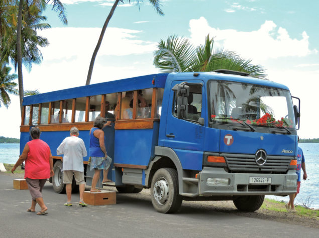 DSCN1061-4x3-Bus-Around-Bora-Bora