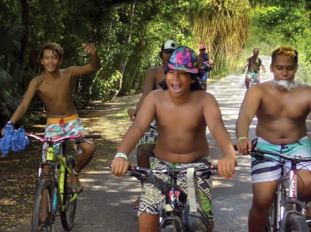 vlcsnap-2019-04-04-J51-Island-Boys-on-Bikes-Huahine-014