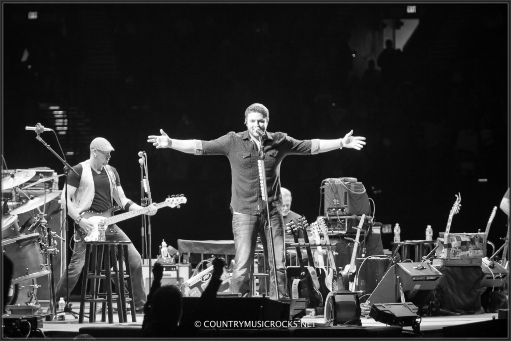 Chris Young Cowboy Rides Away Tour - CountryMusicRocks.net