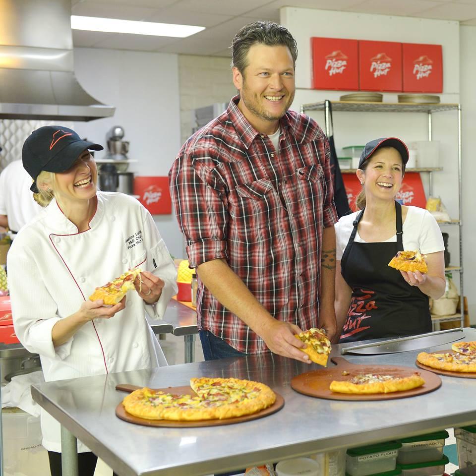 Blake Shelton Pizza Hut - CountryMusicRocks.net