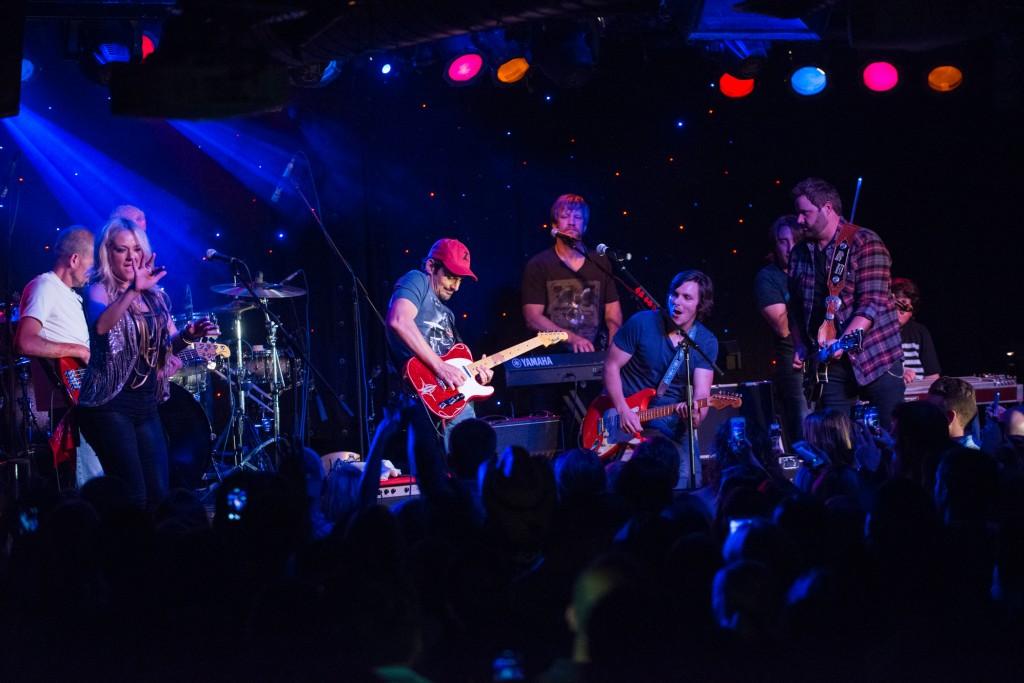 Photo (l-r:) Leah Turner, Brad Paisley, Charlie Worsham, Randy Houser (Photo Credit: Ben Enos)