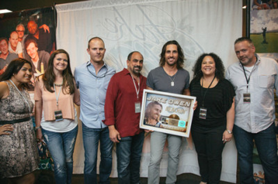 Jake-Owen-Beachin-Gold-Certification-CountryMusicRocks.net