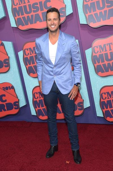Luke Bryan CMT Awards Photo Credit Michael Loccisano Getty Images - CountryMusicRocks.net