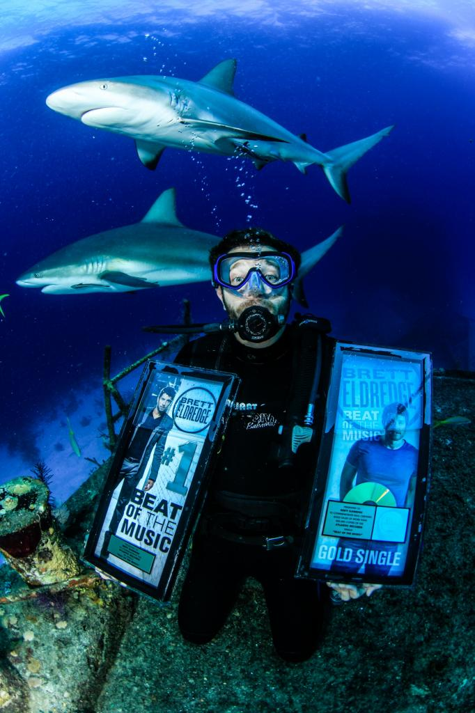 Brett Eldredge Photo Credit  Katie Storr Stuart Cove Dive Bahamas - CountryMusicRocks.net