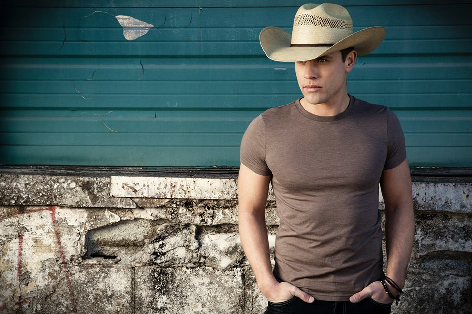 Dustin-Lynch-CountryMusicRocks.net