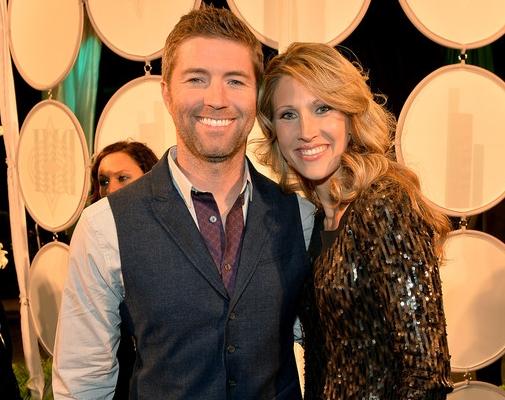 Josh Turner and Wife Jennifer - CountryMusicRocks.net