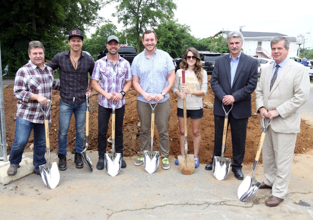 L to R: Tom Becci, SVP/COO, Universal Music Group Nashville; Kip Moore; CMT's Cody Alan; Will Anderson of Salemtown Board Co; Kelly Bonadies, Owner of Bonadies Urban Development; David Clement, President Central Division of Vulcan Materials Company; Mayor Karl Dean.Photo by: Alan Poizner