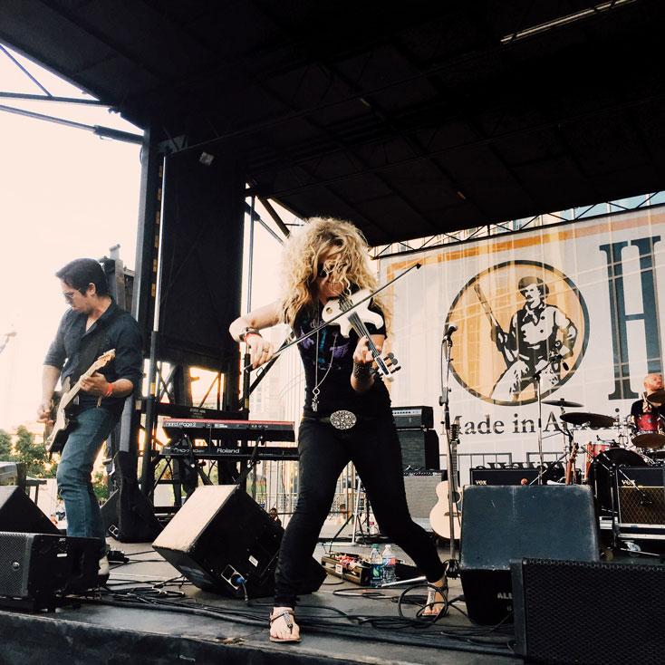 Natalie-Stovall-Performance---CountryMusicRocks.net