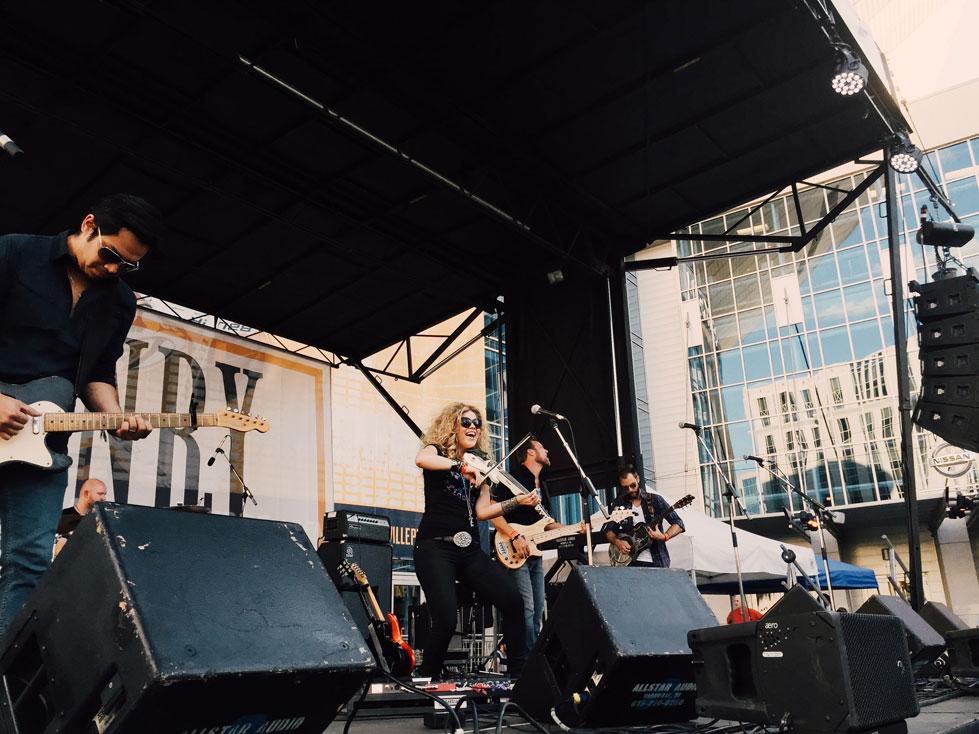 Natalie-Stovall-Performance-Nashville---CountryMusicRocks.net
