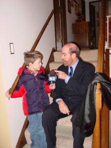 Aaron Hanania getting some arly advice on professional journalism from former WBBM TV political reporter Mike Flannery