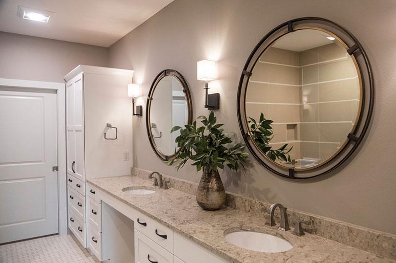 Emily Hughes Portfolio: Neutral Transitional Townhome Bathroom