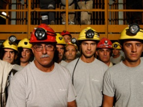 Austerity-Cut-Italian-Miner-Slits-Wrist-On-TV-To-Protest-Coal-Mine-Shutdown