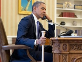 Obama-Photographed-Shouting-Syria-War-Orders-At-Turkey-With-Bat-In-Hand-