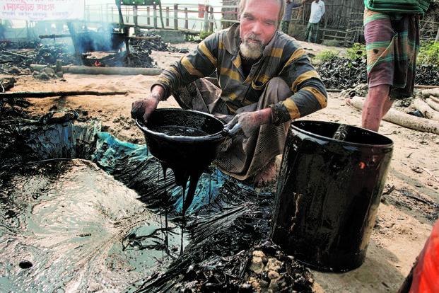 buckets-of-oil-at-sundarbans-oil-spill-in-bangladesh
