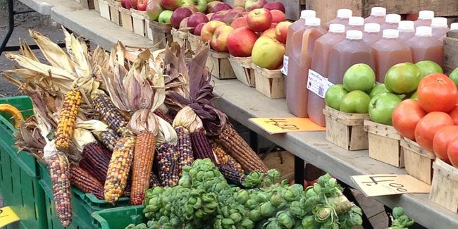 fruits and vegetables available purchase at Pittsburgh farmers markets that accept food stamps