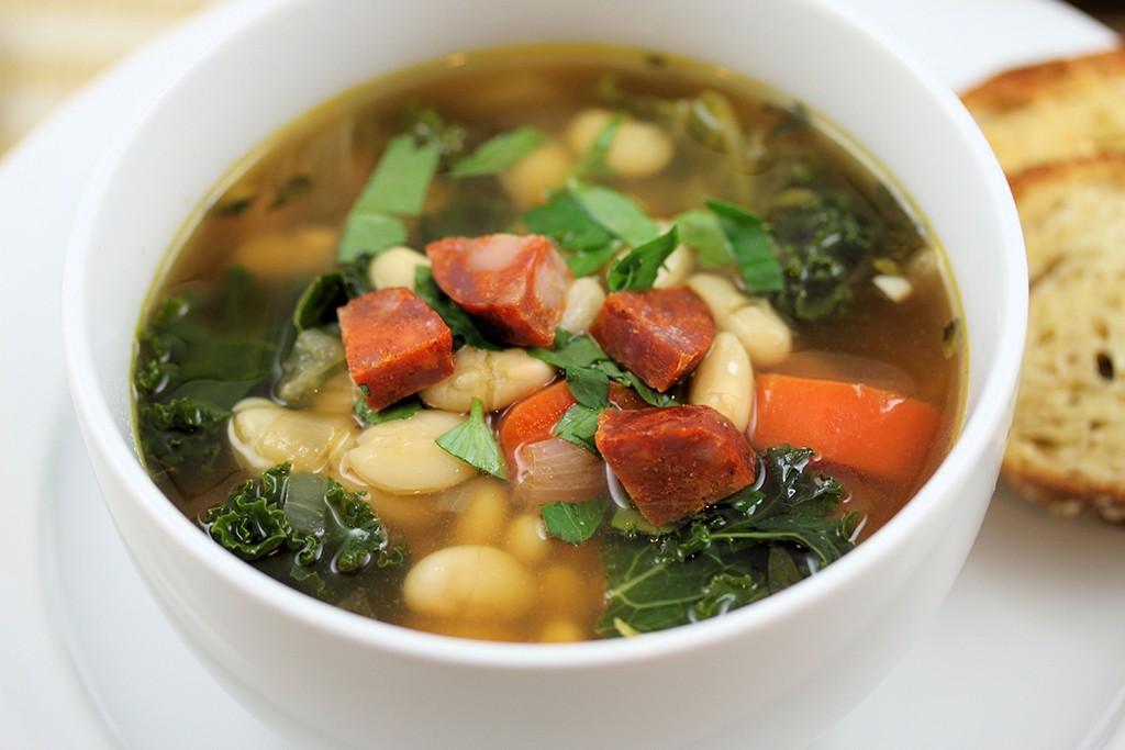 white bean and kale soup (via tasteinspired.wordpress.com)