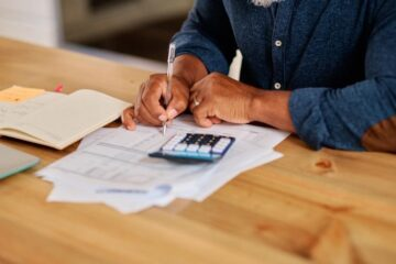 Learn how to manage your finances in 4 simple steps.