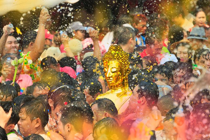 泰國潑水節(4月13~15日)