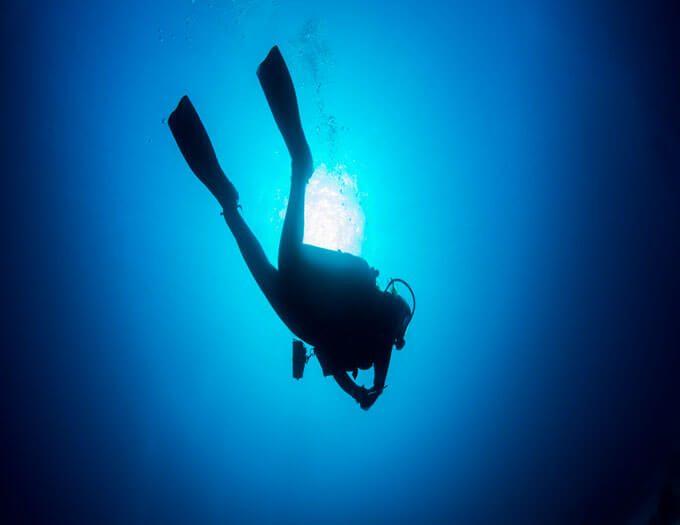 Diver_Silhouette