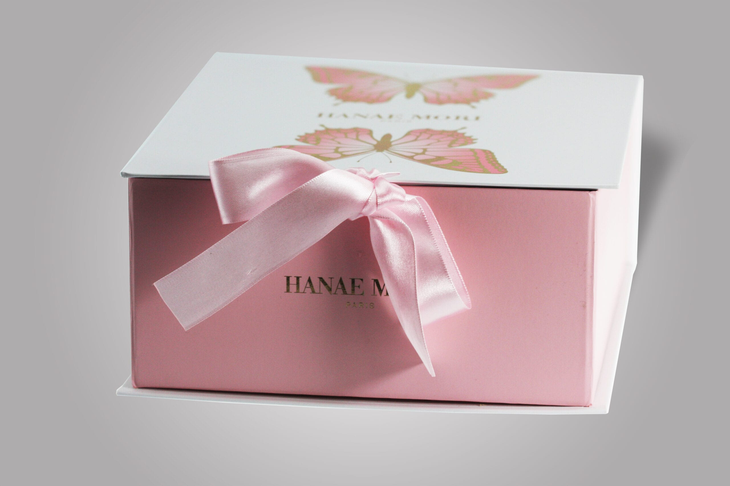 PPD&G creates and manufactures custom collapsible boxes that can be shipped at approximately a quarter of the cost, but can still be visually striking, much like this custom designed collapsible box, beautifully detailed with a pink bow.
