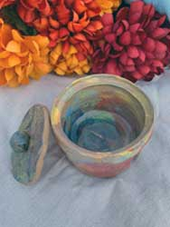 Multi color pot with lid