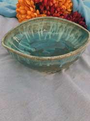 "Blue green mixing bowl 9"" diameter"