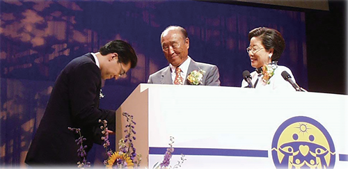Dr. Hyun Jin Moon and Rev. and Mrs. Sun Myung Moon 1998 FFPW Inauguration