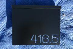 #03 House Black - MailBox
