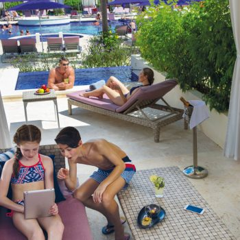Planet-Hollywood-Costa-Rica-Family