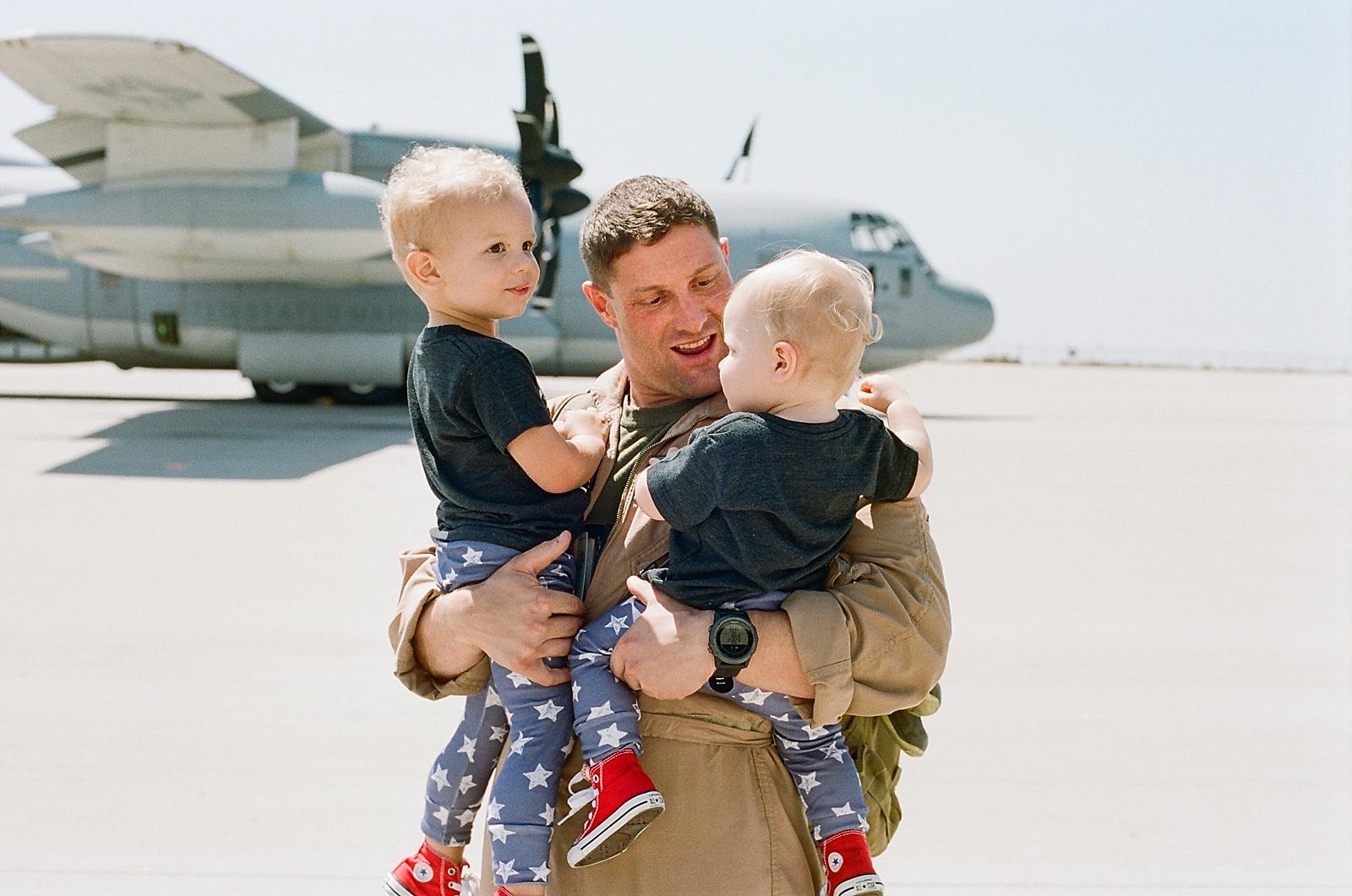 Marine Corps C130 Homecoming at MCAS Miramar from San Diego military homecoming photographer Lauren Nygard