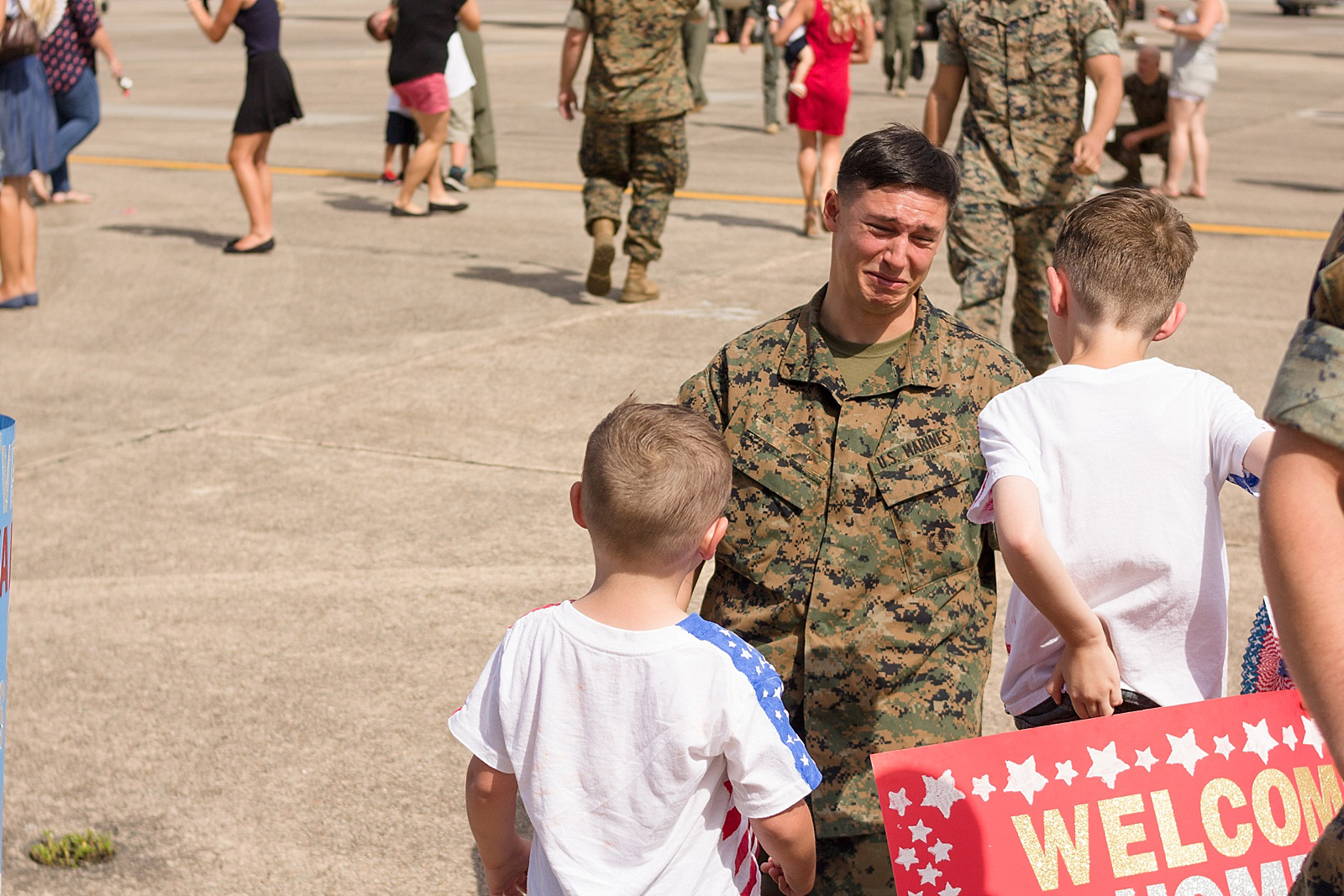 Marine Corps C-130 homecoming photography at MCAS Cherry Point from North Carolina portrait photographer Lauren Nygard