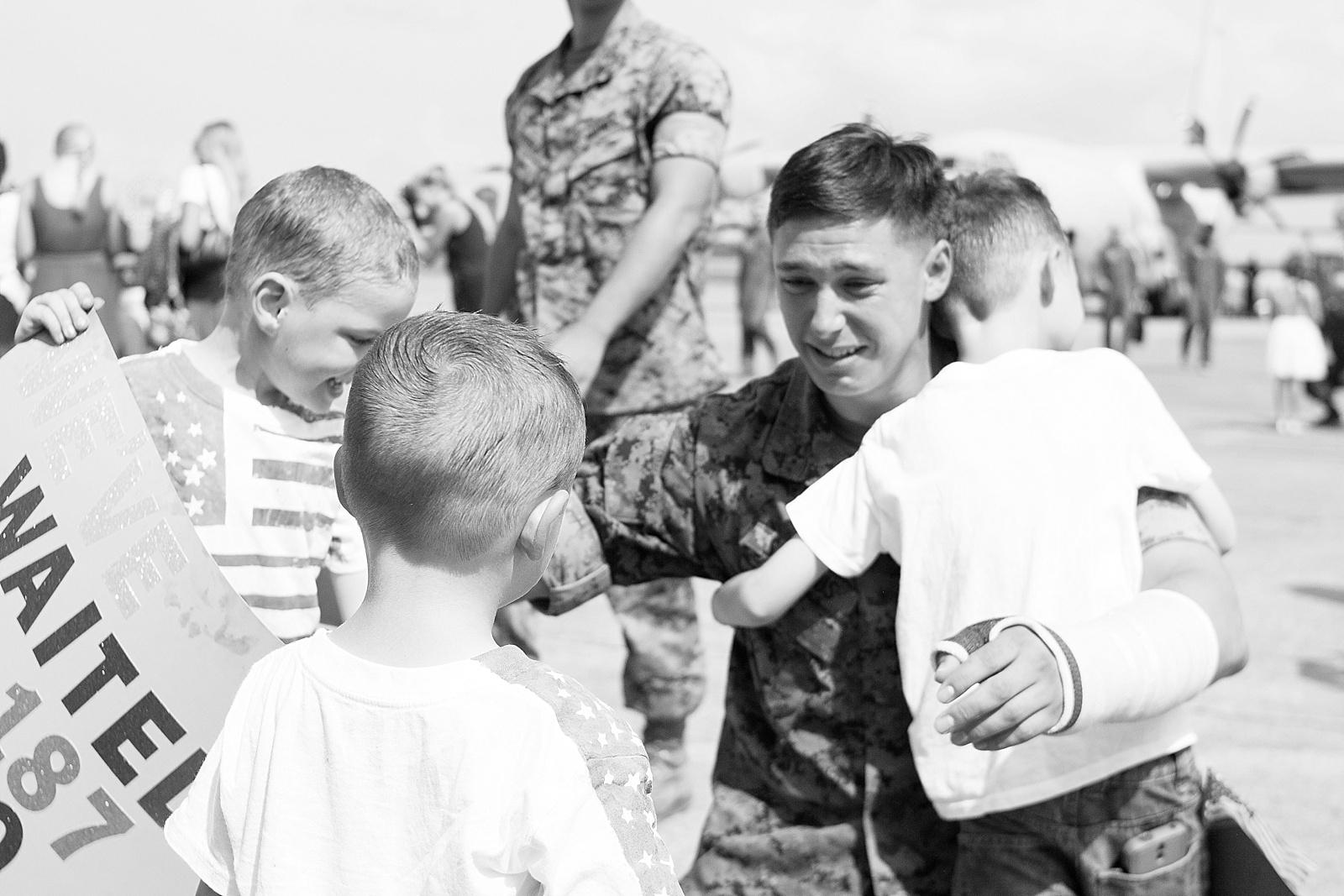 USMC C-130 homecoming photography at MCAS Cherry Point hangar from North Carolina portrait photographer Lauren Nygard