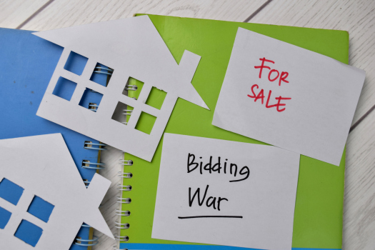 Bidding War Tips: Do's and Don'ts for Homebuyers