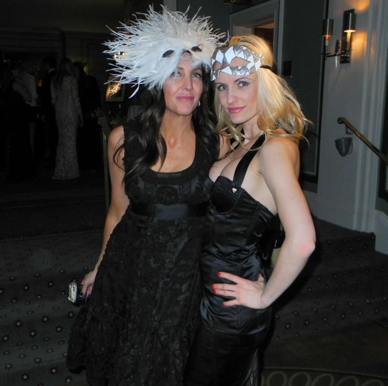 Graceann Bennett+Lia Paulina Victoria Save Venice Masquerade Un Ballo in Maschera