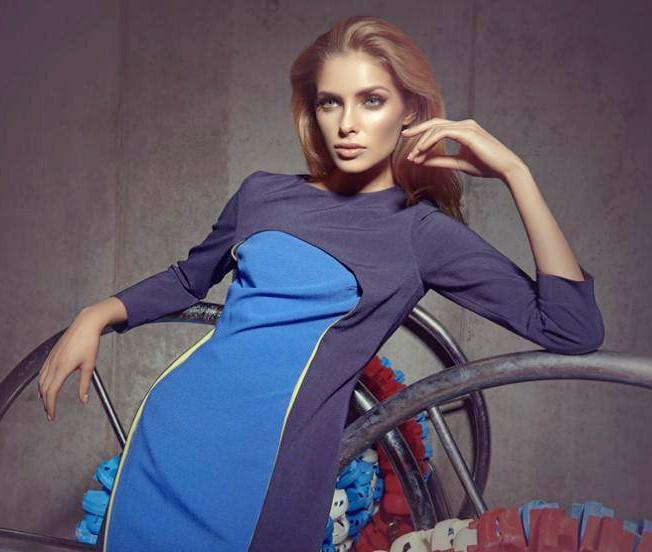 Anna Maria Olbrycht tan model top blue