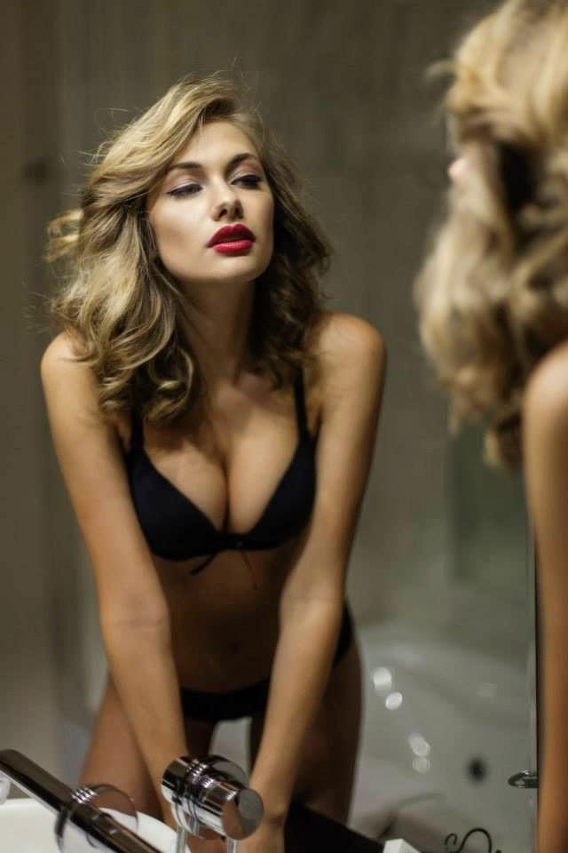 Raluca Mos model red hot 1