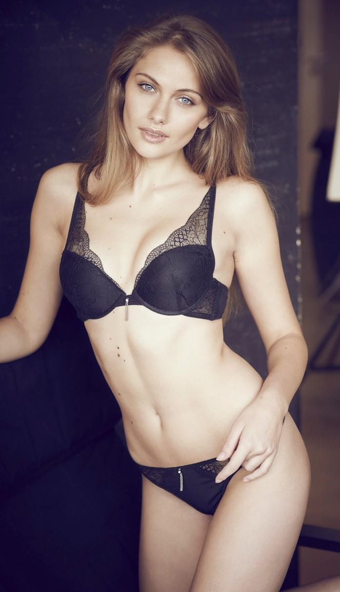 Raluca Mos red hot model 2