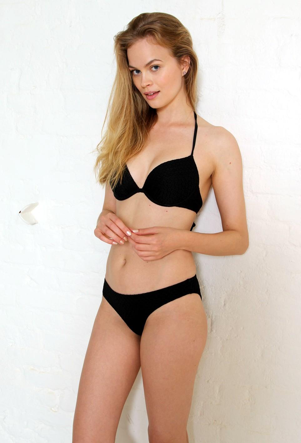 2016-sept-linnea-pihl-bikini-london-retouched-4