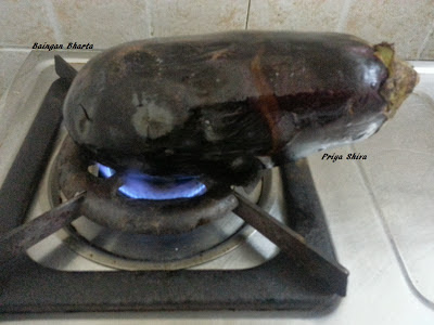grilling aubergine on gas stove