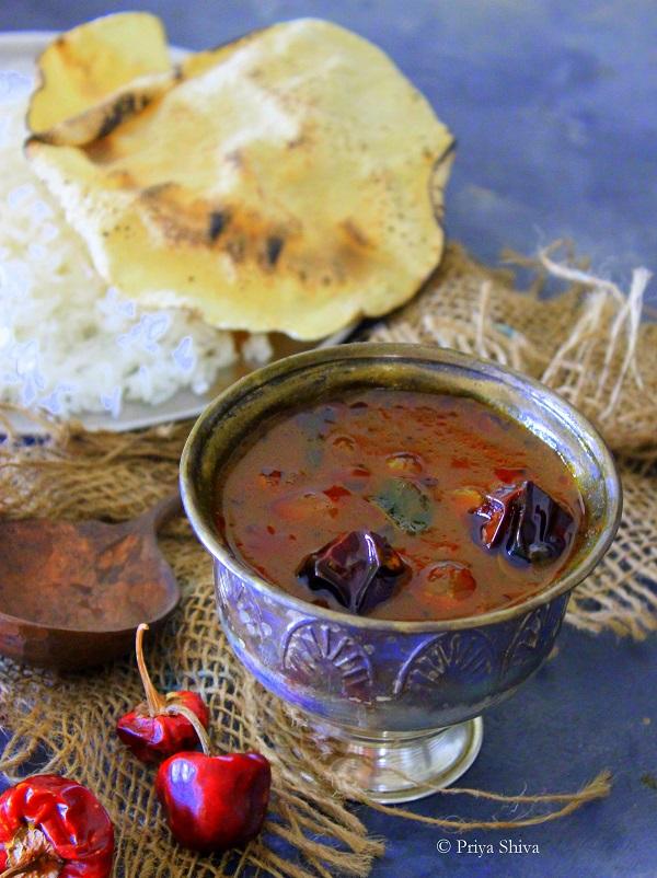 chinna vengayam vattal kozhumbu recipe