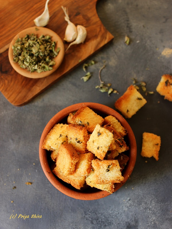 garlic-oregano-baked-croutons-recipe