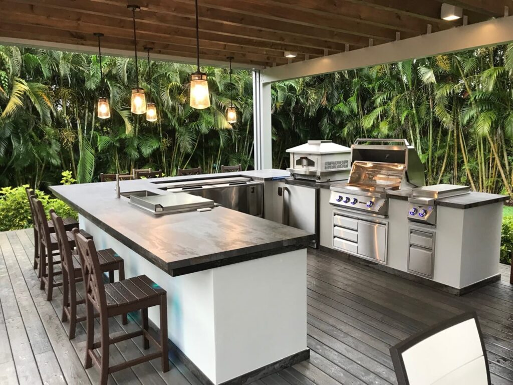 Modern Outdoor Kitchen by Luxapatio 1