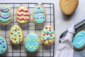 Simple Easter Egg Cookies – Create & Bake with the kids!